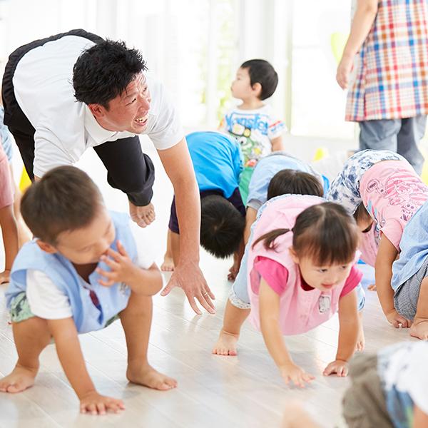 子どもに合わせた指導法を意識して運動あそびを行っています。