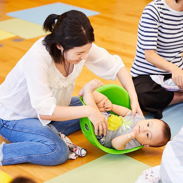 3歳~5歳児の保育園での指導だけでなく、0歳児~2歳児は保護者の方にも